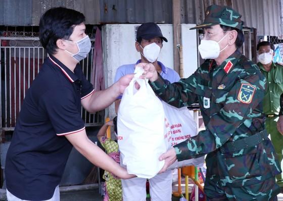 TPHCM tiếp nhận 110 tấn nông sản của tỉnh Tuyên Quang trao tặng ảnh 1