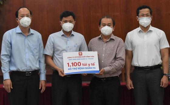 Phó Bí thư Thành ủy TPHCM Nguyễn Hồ Hải thăm, tặng trang thiết bị y tế tại quận 12 và Gò Vấp ảnh 1