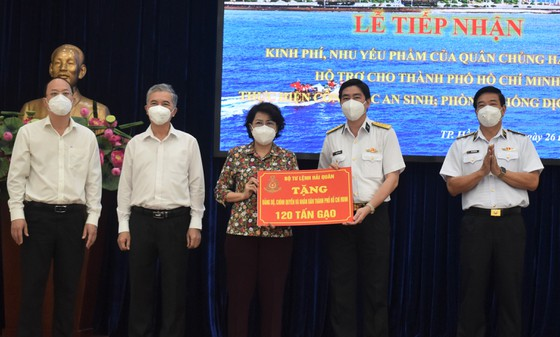 TPHCM tiếp nhận 25 tỷ đồng và 135 tấn gạo ủng hộ phòng chống dịch  ảnh 3