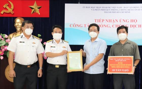 Bộ Tư lệnh Vùng 1 Hải quân hỗ trợ TPHCM thêm 10 tấn gạo ảnh 1
