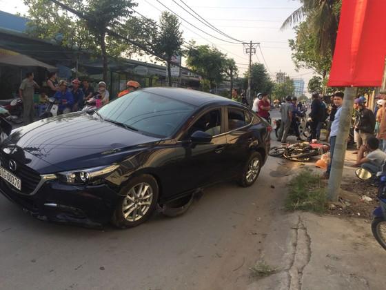 Xe ô tô tông nhiều xe máy khiến 3 người bị thương ở TPHCM ảnh 1
