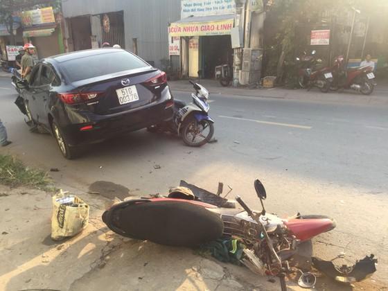 Xe ô tô tông nhiều xe máy khiến 3 người bị thương ở TPHCM ảnh 3