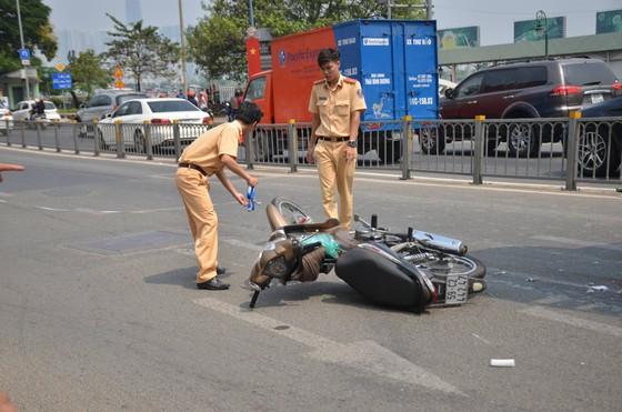 Xe bồn cán tử vong người đàn ông tại cầu Khánh Hội, giao thông ùn ứ kéo dài ảnh 2