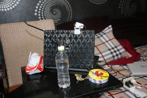 Kiểm tra hàng loạt khách sạn ở TPHCM phát hiện nhiều dân chơi nghi phê ma tuý ảnh 4