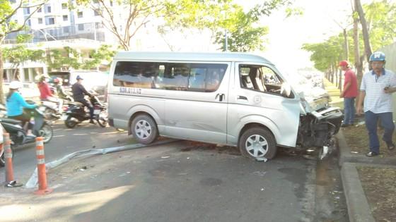 """Xe khác """"đại náo"""" trên đại lộ Võ Văn Kiệt, nhiều người hoảng sợ ảnh 1"""