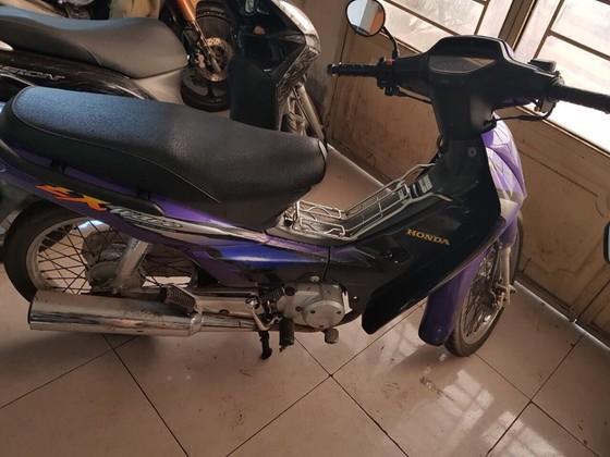 Đặc nhiệm TPHCM truy đuổi đạp ngã xe máy bắt kẻ cướp ở TPHCM ảnh 2