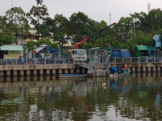 Cá chết hàng loạt trên kênh Nhiêu Lộc – Thị Nghè ảnh 4