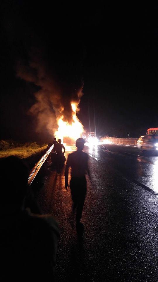 Xe khách  cháy rụi trên cao tốc TPHCM – Trung Lương ảnh 1
