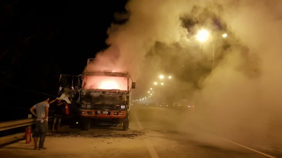 Xe khách  cháy rụi trên cao tốc TPHCM – Trung Lương ảnh 3