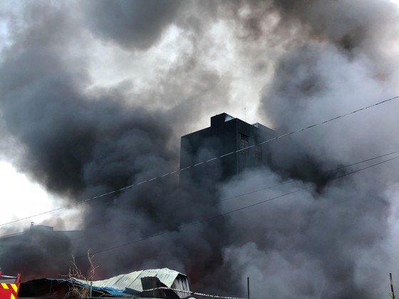 Hàng trăm chiến sĩ PCCC tham gia chữa cháy tại Khu công nghiệp Vĩnh Lộc ảnh 11