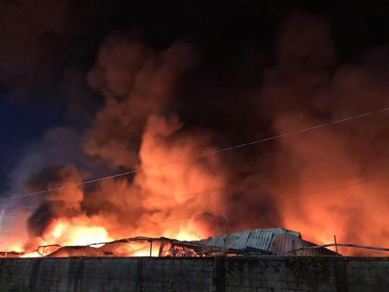 Hàng trăm chiến sĩ PCCC tham gia chữa cháy tại Khu công nghiệp Vĩnh Lộc ảnh 5