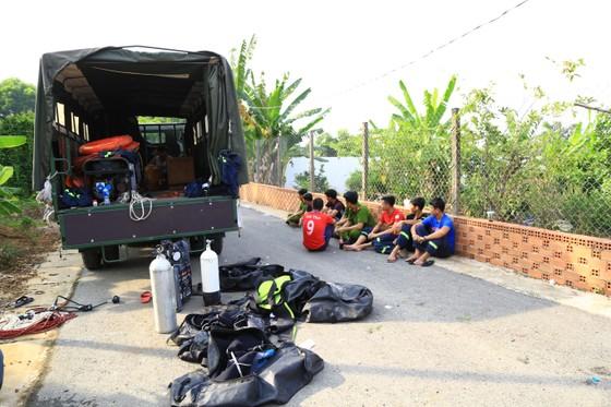 Đã tìm thấy thi thể 2 trong số 3 nạn nhân vụ chìm sà lan trên sông Đồng Nai ảnh 6