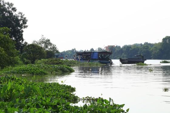 Đã tìm thấy thi thể 2 trong số 3 nạn nhân vụ chìm sà lan trên sông Đồng Nai ảnh 2