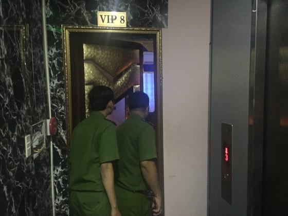 Đột kích nhà hàng, khách sạn ở trung tâm TPHCM, gần 100 nữ tiếp viên ăn mặc hở hang ảnh 9