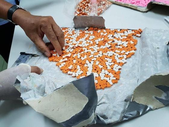 Triệt phá đường dây thuốc lắc lớn từ nước ngoài về Việt Nam ở TPHCM ảnh 1