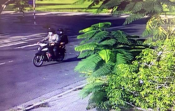 Vụ cướp vàng, tiền táo tợn ở Phú Yên: Bắt băng nhóm gây án thu giữ súng, roi điện, bình xịt hơi cay ảnh 2