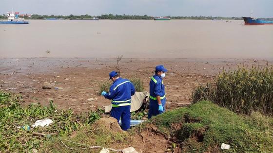 Phát hiện thi thể nam giới đang phân hủy nổi trên sông Đồng Nai ảnh 1