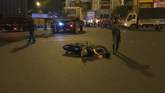 Nữ tài xế ô tô có biểu hiện say xỉn tông hàng loạt xe, một người chết ảnh 15