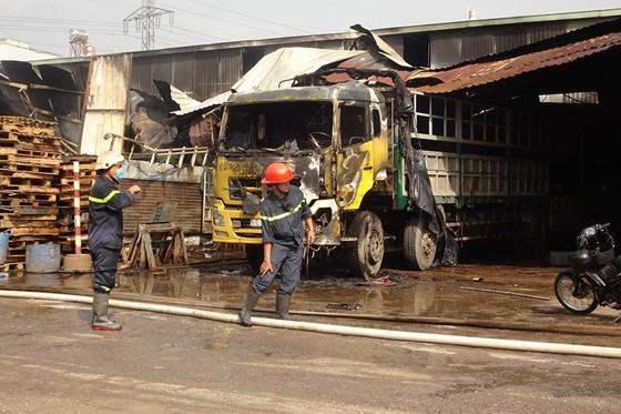 Cháy kho hàng ở huyện Hóc Môn, nhiều tài sản bị thiêu rụi ảnh 4