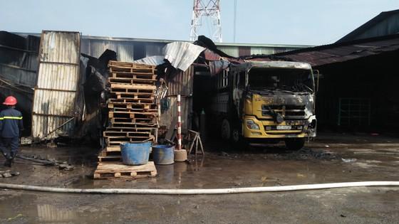Cháy kho hàng ở huyện Hóc Môn, nhiều tài sản bị thiêu rụi ảnh 8