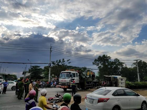 Hai vụ tai nạn khiến 1 người tử vong, nhiều người bị thương ở TPHCM ảnh 3