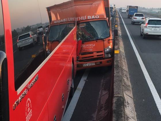 Hai va chạm trên cao tốc TPHCM – Trung Lương, nhiều người thoát chết ảnh 2