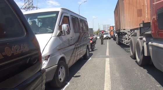 5 xe va chạm liên hoàn trên cầu Bình Điền ảnh 1