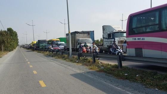 Xe khách tông đuôi xe container, nhiều người bị thương nhập viện cấp cứu ảnh 2