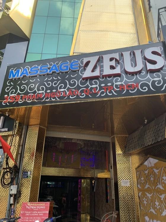 Kiểm tra cơ sở massage Zeus, bắt quả tang nữ nhân viên kích dục cho khách ảnh 1