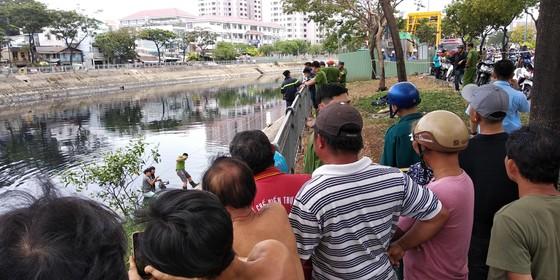 Câu cá ở kênh Tàu Hủ, 1 người trượt chân đuối nước tử vong ảnh 2