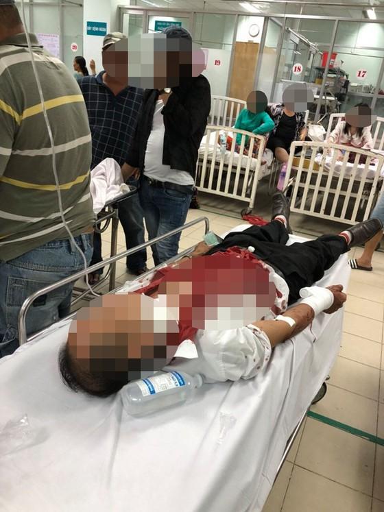 Nghi án tài xế taxi bị đâm vào cổ cướp tài sản  ảnh 2