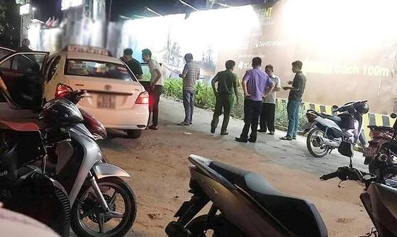 Nghi án tài xế taxi bị đâm vào cổ cướp tài sản  ảnh 1