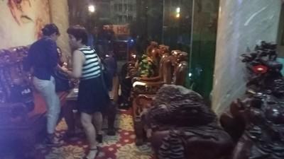 Giải cứu 8 người bị mắc kẹt trong thang máy ở huyện Hóc Môn ảnh 2