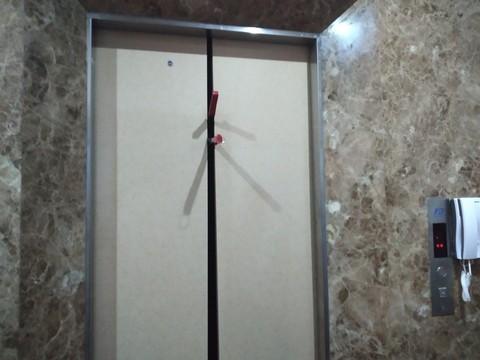Giải cứu 8 người bị mắc kẹt trong thang máy ở huyện Hóc Môn ảnh 1