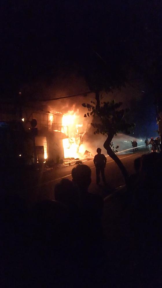 Điều tra làm rõ vụ cháy 5 ki ốt bốc cháy lúc sáng sớm ảnh 1