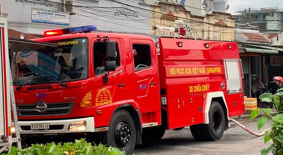 Huy động 200 cán bộ PCCC đến KCN Việt Hương ảnh 4