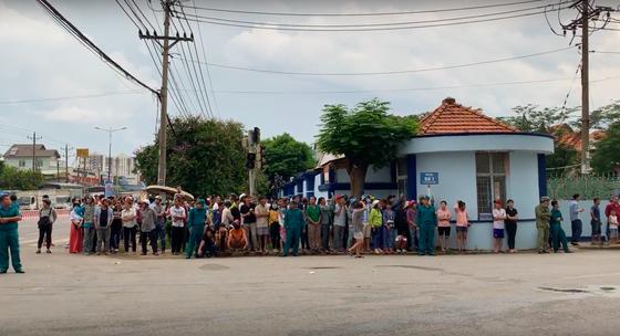 Huy động 200 cán bộ PCCC đến KCN Việt Hương ảnh 6