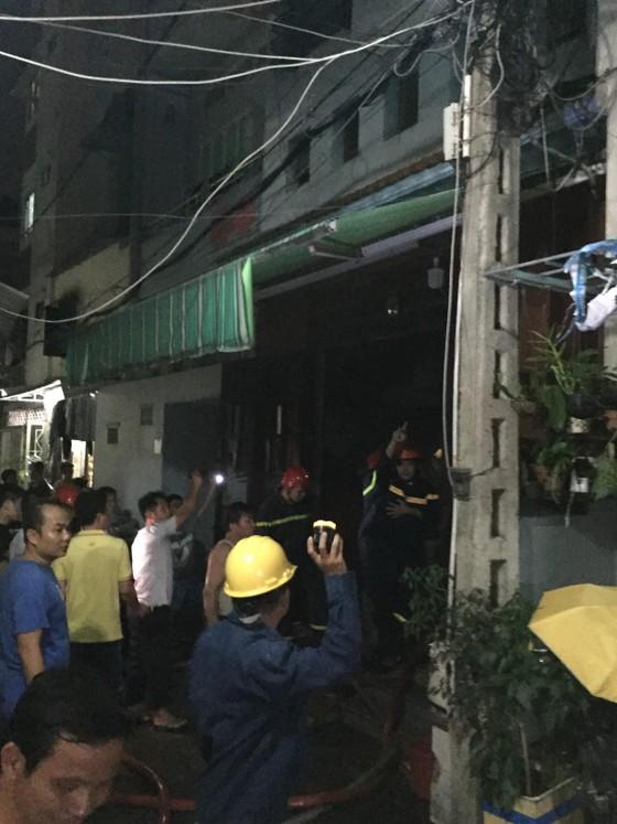 Cháy nhà ở quận Tân Bình, nhiều người dân hoảng sợ ảnh 3