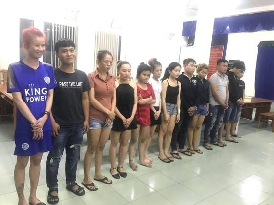 Bắt băng nhóm chuyên dụ đàn ông vào khách sạn mua dâm để trộm hơn 1 tỷ đồng ảnh 5