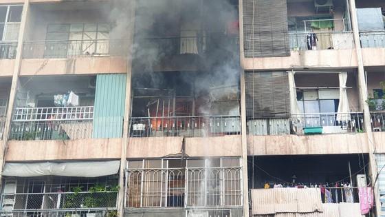 Giải cứu gần 30 người mắc kẹt trong đám cháy ký túc xá ở TPHCM ảnh 6