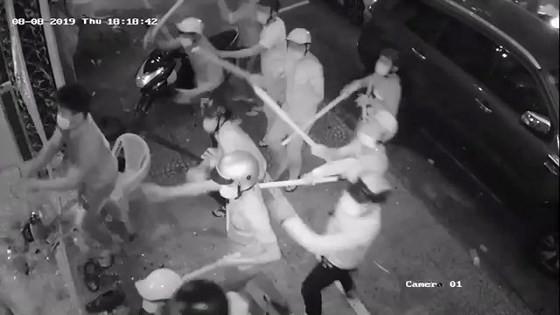 Bắt nhóm 'giang hồ' đập phá nhà hàng ở trung tâm TPHCM ảnh 3
