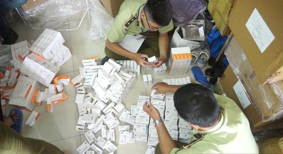 Đột kích căn nhà chứa lô tân dược nhập lậu khủng ở TPHCM ảnh 2