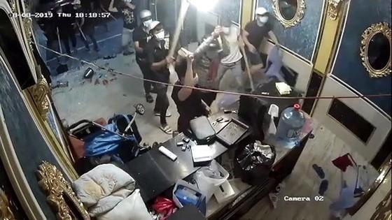 """Vụ nhóm """"giang hồ"""" đập phá nhà hàng ở trung tâm TPHCM: Bắt đối tượng cầm đầu ảnh 4"""
