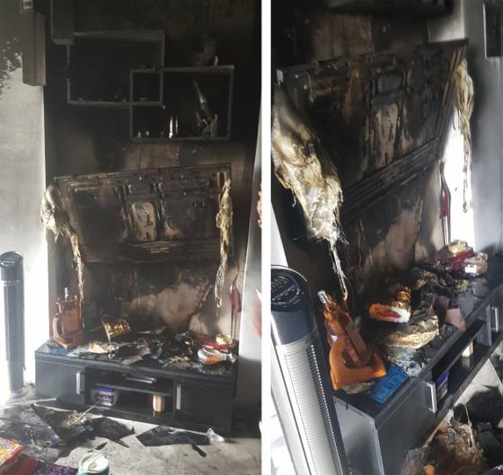 Giải cứu 2 người trong căn nhà 5 tầng bốc cháy dữ dội ảnh 1