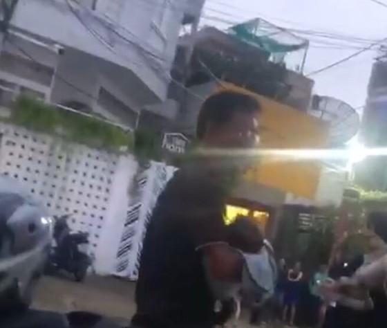 """Vụ Thẩm phán và giảng viên bị tố """"bắt"""" 3 cháu nhỏ tại TPHCM: Trục xuất những người chiếm giữ ngôi nhà ảnh 3"""