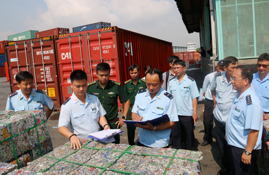 Bắt giữ 4 container phế liệu xuất khẩu luồng xanh, trốn thuế hơn 500 triệu đồng ảnh 2