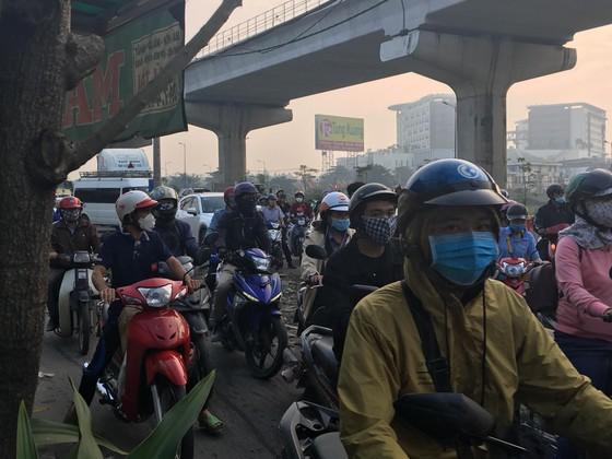 Xe container kéo sập dầm bê tông của công trình hầm chui xa lộ Hà Nội ảnh 4