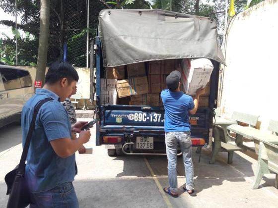 Phát hiện gần 1 tấn bánh bông lan nhập lậu  trong xe tải ở TPHCM ảnh 1