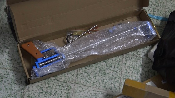 Phát hiện hơn 1.000 hung khí được chuyển qua đường bưu điện ảnh 4