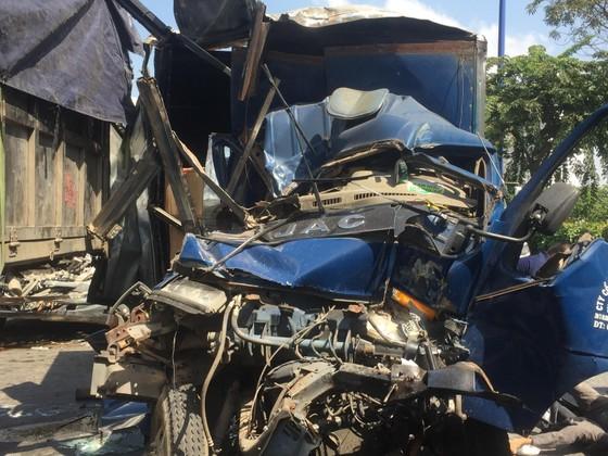 Tai nạn liên hoàn 5 xe trên Xa Lộ Hà Nội, ít nhất 2 người thương vong ảnh 2